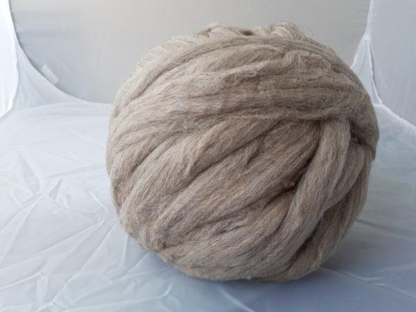 Vlna česaná, Merino z Jižní Ameriky, 29 micron, Barva – přírodní Šedo-hnědá, zpracovaná v Německu.