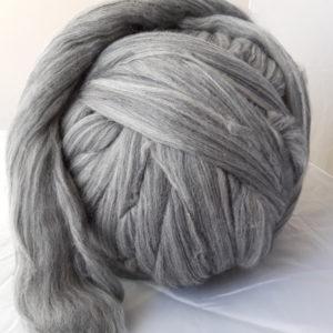 Vlna česaná, Merino, 19 micron, Barva – přírodní světle šedá, zpracovaná v Německu