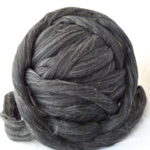 Vlna česaná, Merino, 19 micron, Barva – přírodní tmavě šedá, zpracovaná v Německu